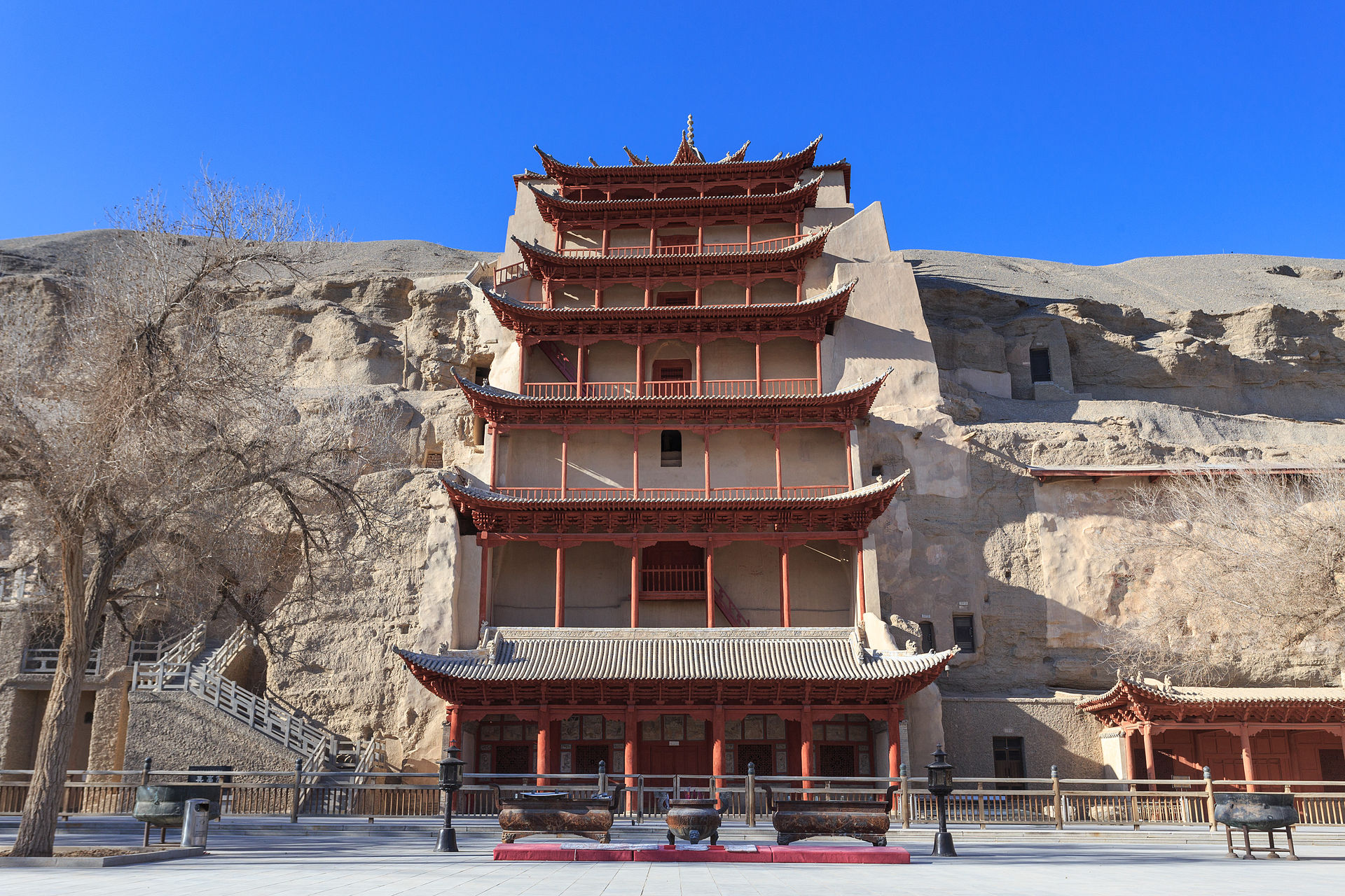 Image 1. 敦煌莫高窟 [One of the cave temples at Thousand Buddha Caves (Mogao Caves) on Tun-Huang Mountain, Ganzu Province, western China]. Photo by Zhangzhugang.