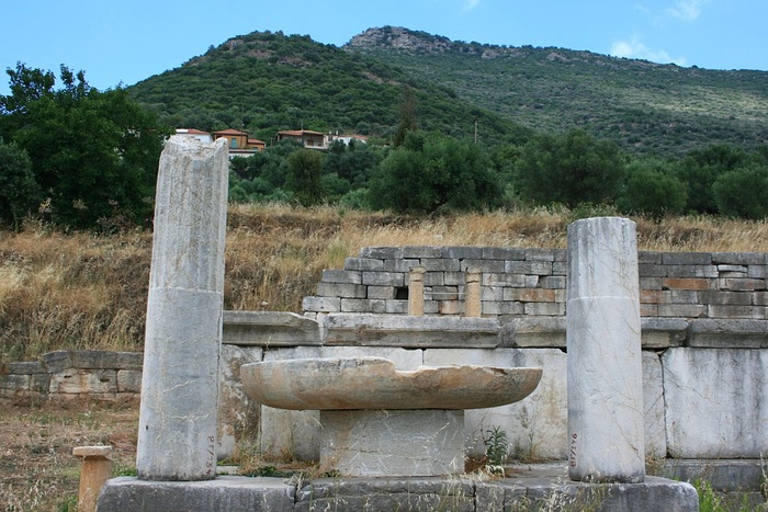 Image 7. View from the ancient Messene up to the village Mavromati, to the mountain Eua, in front of the mountain Ithome (Voulknou, Βουλκάνου) in the background [Volcano, Messenia, Greece]. Photo by Stefan Artinger.
