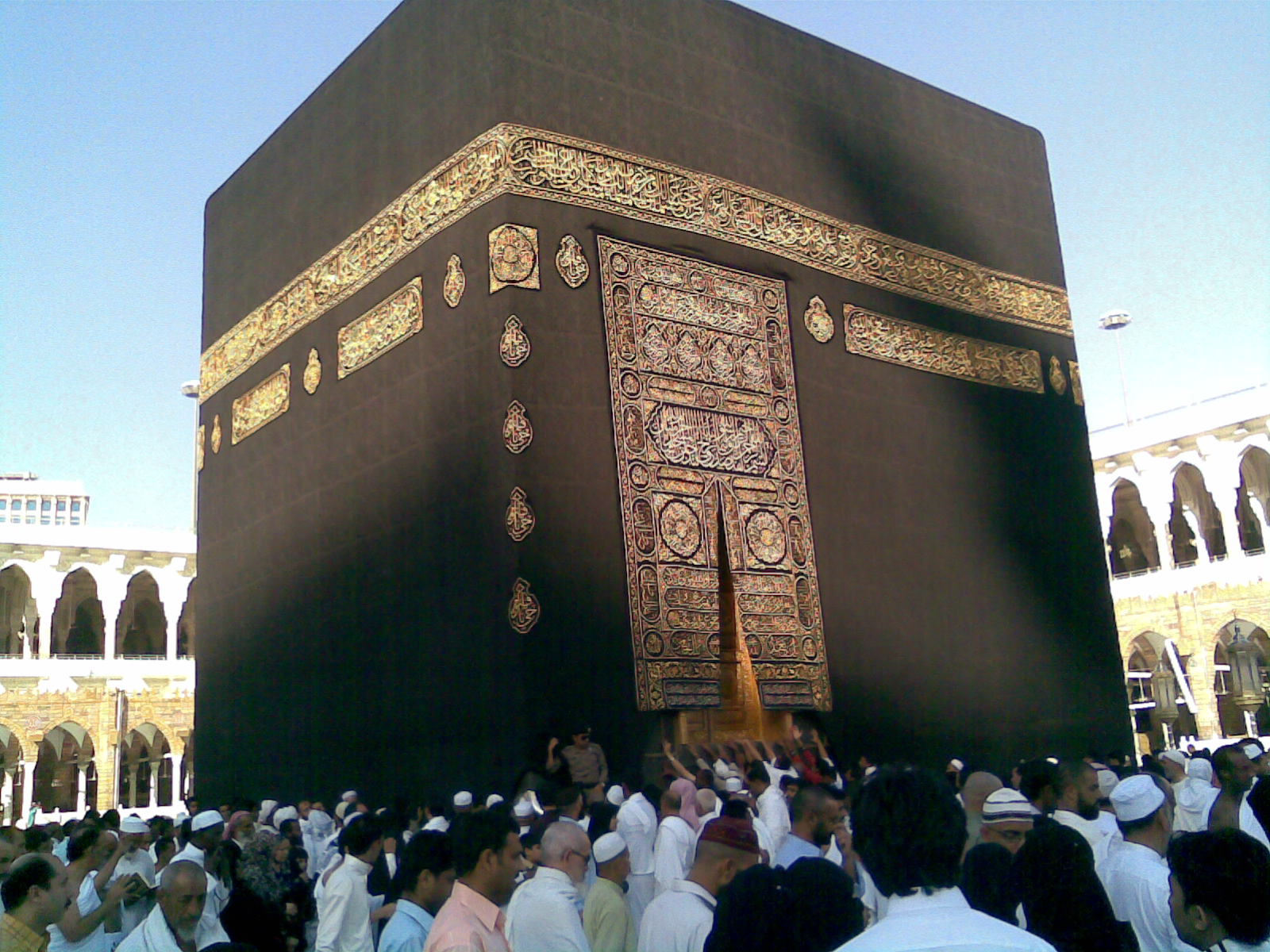 Image 14. മക്കയിലെ കഅബ [= Circumambulating] the Kaaba [Ka`bah] in Meca [Makka = Mecca, Saudi Arabia]. Photo by Yousefmadari at ml.wikipedia.