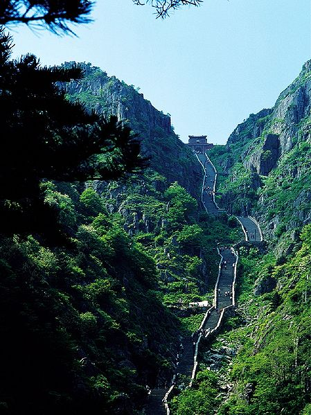 Image 20. 中文(简体): 泰山南天门十八盘岩层陡立,倾角70-80°,在1千米的距离内升高了400米。English: Stone staircase up Tai'shan—Mount Tai, in Shandong Province, eastern China. With stone gate at the top. Photo by Charlie Fong.